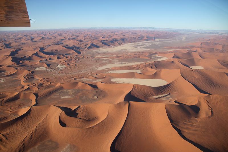 Dead Vlei und Sossusvlei am Ende des Tsauchab-Tals in der Dünen-Namib